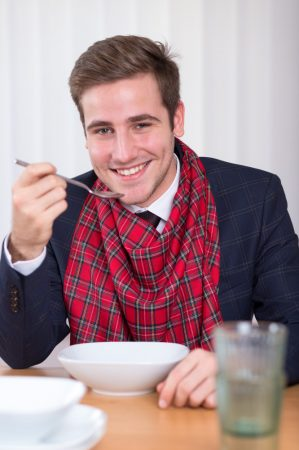 Férfi étkező mellény-előke skót mintás